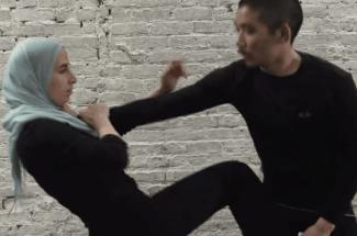 La musulmana que enseña autodefensa para protegerse de la xenofobia