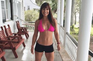 Esta es la mujer de 50 años que es todo un fenómeno en Internet por su físico