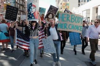 Trump da su primer golpe contra las mujeres y el aborto en el mundo