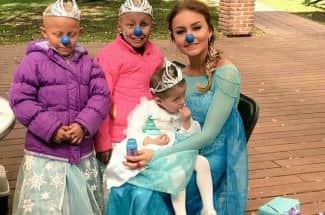 Angelique Boyer se convierte en Elsa de Frozen para hacer sonreír a niñas enfermas