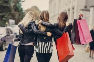 Esta es la gran razón que hace que las mujeres entren a una tienda de ropa