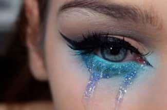 Lágrimas de brillantina: la tendencia que te hará 'llorar' con estilo