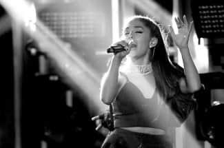 Reaparece Ariana Grande tras el ataque terrorista en Manchester