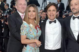 Del Toro, Hayek, García, Luna e Iñárritu arman fiesta mexicana en Cannes y cantan con mariachi