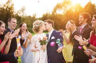 ¿Te invitaron a una boda? Te decimos cómo vestir y lo que debes evitar
