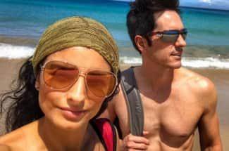 Aislinn Derbez y Mauricio Ochmann celebran su primer aniversario en un paraíso hawaiiano