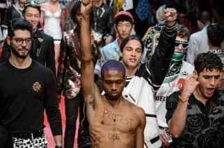 'Modelo' irrumpe en el desfile de Dolce & Gabbana contra Donald Trump