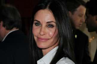 Actriz de 'Friends' se arrepiente de ponerse implantes en la cara: 'Empeoré con ellos'