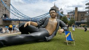Hay una estatua de 8 metros de Jeff Goldblum en Londres
